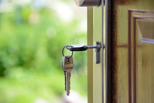 Вирус и рынок. Стоит ли инвестировать в недвижимость?